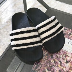 ADIDAS ADILETTE TOWEL SLIDES BLACK & WHITE